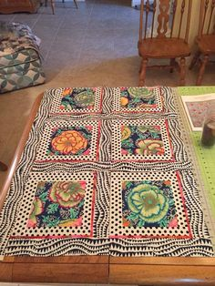 how to make a crazy quilt by hand Quilting Templates, Quilting Projects, Quilting Designs, Quilt Patterns, Embroidery Designs, Quilting Ideas, Bargello Quilts, Scrappy Quilts, Easy Quilts