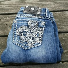 "Miss Me Fleur-de-lis Bling Slim Boot Cut Jeans! Miss Me slim boot cut Fleur-de-lis jeans. Size 26. Inseam 31"". EUC. Miss Me Jeans Boot Cut"