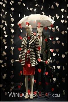 Dancing in the rain. I veri romantici non danzano sotto la normale pioggia, e allora ecco a voi una pioggia di cuori.