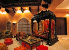 Marokkanische Wohnzimmer Einrichtung mit greller Wandfarbe ...