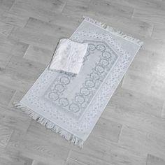 طقم سجادة صلاة عرائس مطرز أبيض و رصاصي فاتح عدد القطع 2 In 2020 Rugs Carpet Prayers