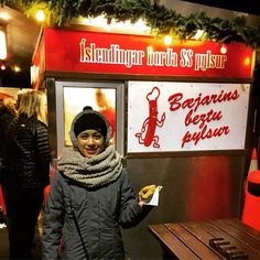 This famous hotdog stand in Iceland is the bomb . They said Bill Clinton ate here too. #bæjarinsbestu #icelandicfood #reykjavik #takemebacktoiceland