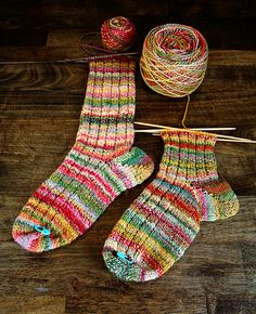 knitted socks, handspun yarn-inspiration - no pattern Love Knitting, Knitting Socks, Hand Knitting, Start Knitting, Crochet Socks, Knit Or Crochet, Knit Socks, Fun Socks, Cozy Socks