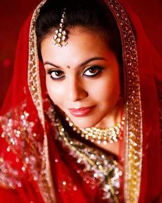 My gorgeous bride. .. #indianbride #indianwedding #candidweddingphotography #brideportraits #smokeyeyes #kohleyes #falselashes #pinklips #pinkblush #indianjewellery #bindi #subtlemakeup #gajra #redlengha #prettybride #anjumbhardwajmakeup #makeupartist #makeupartistcommunity #lovemyjob  http://ift.tt/1r2ISvM by anjumbhardwajmakeup