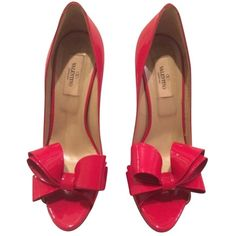 Pre-owned Valentino Patent Leather Platform Bow Red Pumps (€460) ❤ liked on Polyvore featuring shoes, pumps, red, polka dot pumps, valentino pumps, red platform shoes, red shoes and red peep toe pumps