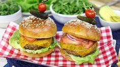 A veggie burger that actually looks like a burger | Watch TV Online | Live and On Demand | CTV
