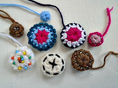 The latest from My Hobby is Crochet Buttons pattern Crochet Embellishments, Crochet Buttons, Cute Crochet, Crochet Motif, Crochet Crafts, Yarn Crafts, Crochet Projects, Knit Crochet, Crochet Patterns
