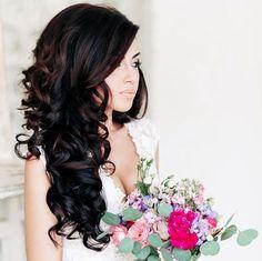 Vediamo insieme quali sono le migliori acconciature per le spose con capelli lunghi
