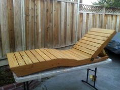 Outdoor Chaise Lounge made from Pallet Wood Skid Furniture, Building Furniture, Pallet Furniture, Furniture Makeover, Outdoor Furniture, Outdoor Decor, Wood Pallets, Pallet Wood, Pallet Ideas
