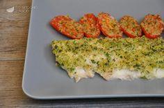 Il filetto di scorfano con pomodorini al forno è un piatto di mare leggero e veloce da preparare, molto semplice, soprattutto se si compra il pesce già sfilettato.