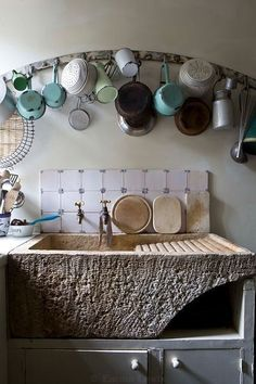 I'll take the sink and leave the pot rack behind. 32 Charming Interior Design For Ending Your Home Improvement – I'll take the sink and leave the pot rack behind. Old Kitchen, Rustic Kitchen, Country Kitchen, Vintage Kitchen, Kitchen Decor, Küchen Design, House Design, Interior Design, Home Kitchens