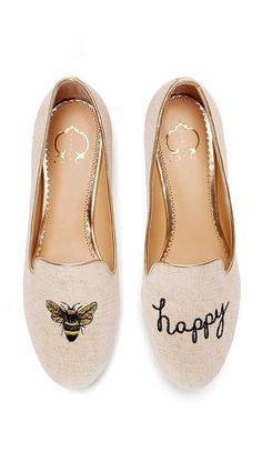 Tendance Chaussures 2018 : Tendance Chaussures Levo Loves these be happy flats! : Tendance Chaussures 2018 : Tendance Chaussures Levo Loves these be happy flats! Toms Outlet, Shoe Outlet, Crazy Shoes, Me Too Shoes, Flat Shoes Outfit, Tom Shoes, Shoes Heels, Nike Shoes, Shoes Sneakers