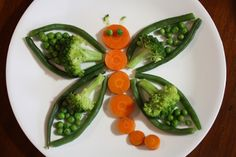Adorable veggie butterfly/dragonfly! Great kid food idea from https://www.facebook.com/KehoesKitchen.