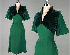 Vintage 1940s Dress . Emerald Green . Pleated Sleeves . 3180