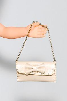 Bolso en cuero para muñeca asa de cadena en bronce por Ideatura