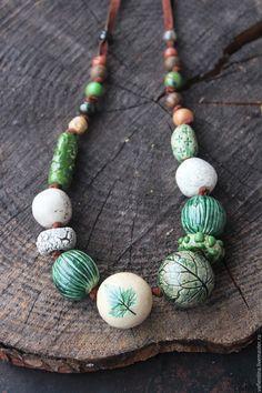 """Купить """"Таёжные травки"""" - керамические бусы - тёмно-зелёный, изумрудный, смородина, оттиски растений, лес"""