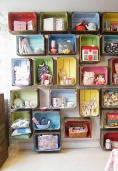 Vrolijke gekleurde houten veilingkisten | Wooden storage boxen