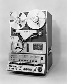 Sony BVU era 1 inch (tape) broadcast video tape recorder used for tv playback, edit master tapes, duplication master tapes. Sony Design, Audio Design, Cassette Vhs, Sony Electronics, Video Vintage, Tape Recorder, Hifi Audio, Vacuum Tube, Electronic Devices