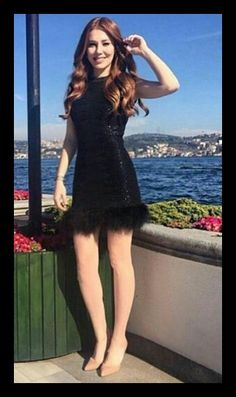 Turkish Fashion, Turkish Beauty, Trendy Outfits, Girl Outfits, Elcin Sangu, Prettiest Actresses, Special Dresses, Beautiful Redhead, Western Outfits