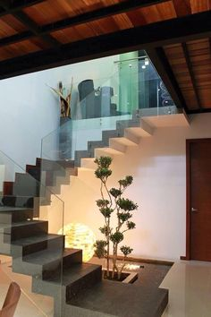 Combinacion cemento madera y cristal