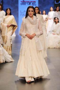 Looks Which Are Aww Adorable - AwesomeLifestyleFashion Black Lehenga Like Alia Black Lehenga would be super glamorous and . Lakme Fashion Week 2017, India Fashion Week, White Anarkali, White Churidar, Black Lehenga, Anarkali Kurti, Pakistani Outfits, Indian Outfits, Indian Bridesmaids