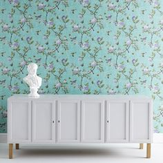 Historical Wallpaper with a Modern Touch: Antique anno 2014 from the Victoria & Albert Museum England – Chinoiserie Wallpaper from How To Hang Wallpaper, Hand Painted Wallpaper, Bird Wallpaper, Butterfly Wallpaper, Painting Wallpaper, Pattern Wallpaper, Gracie Wallpaper, Wallpaper Ideas, Green Floral Wallpaper