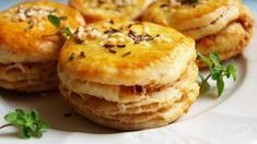 skvarkove pagace z domaci pekarny Czech Recipes, Ethnic Recipes, Salmon Burgers, Baked Potato, Biscuits, Recipies, Muffin, Treats, Cookies
