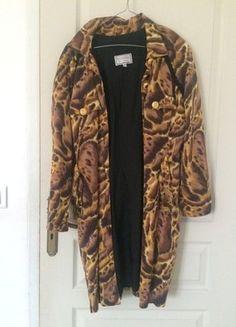 À vendre sur #vintedfrance ! http://www.vinted.fr/mode-femmes/autres-manteaux-and-vestes/31511516-veste-versace-a-motif-safari