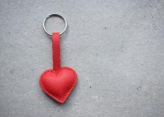 Leather red heart keychain – a unique product by ADAMS-BRAUT. Via en.DaWanda.com.