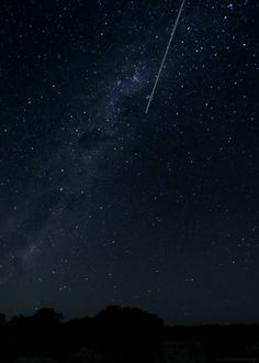 A shooting star under the Milky Way. | 32 Things That Will Make You Feel All Warm And Fuzzy Inside