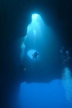 Cave Diving In The Nullarbor Is Like Floating In Space Cave - An alien world lurks beneath in this creepy cave diving video