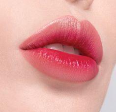 Make-up trends in the spring: Fashionistas make-up now! Make-up Trends im Frühling: So schminken sich Fashionistas jetzt! Make-up trends in the spring: Fashionistas make-up now! Makeup Trends, Makeup Inspo, Makeup Ideas, Games Makeup, Lipstick Colors, Lip Colors, Makeup Lipstick, Matte Lipstick, Red Lip Makeup