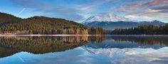 Lac Siskiyou reflétant le mont Shasta, Californie, États-Unis