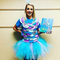 We love these literary Halloween costumes for teachers! From Elizabeth Bennet to The Very Hungry Caterpillar, you'll find ideas for every grade level. pumpkins pennywise The Best Literary Halloween Costumes for Teachers Teacher Halloween Costumes, Hallowen Costume, Cute Costumes, Halloween Kids, Bookweek Costumes For Teachers, Costume Ideas, Halloween Pumpkins, Rainbow Fish Costume, Rainbow Fish Book