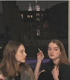 modern life is rubbish. btw- why is the teen smoker vibe such a cool aesthetic that i want? Bff Pictures, Best Friend Pictures, Friend Photos, Cute Friends, Best Friends, Jolie Photo, Best Friend Goals, Bff Goals, Teenage Dream