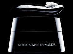 LAS 7 CREMAS ANTIEDAD MA´S EXCLUSIVAS : http://www.revistaestetica.es/las-7-cremas-antiedad-m%C3%81s-exclusivas_articulo_180.html