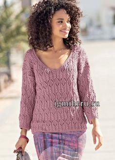 Пуловер цвета мальвы со сплошным ажурным узором из «кос». Вязание спицами