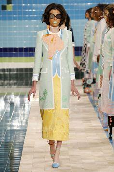 As fotos do ícone fashion americano C. Z. Guest por Slim Aarons e as obras de David Hockney são o ponto de partida da primavera-verão 2017.