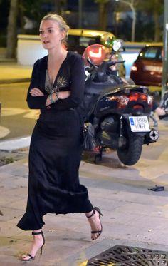 Marta Ortega Black Queen, Star Fashion, Fashion Models, Womens Fashion, Marta Ortega, Minimal Wardrobe, Zara, Woman Crush, Fashion Stylist