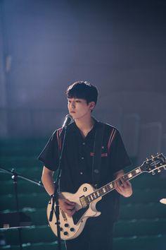 Fotos y Gifs ♡ Park Sung Jin, Busan, Young K Day6, Bob The Builder, Kpop, Pop Group, Singing, Guitar, Wattpad
