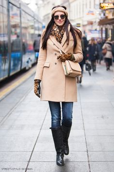 How to accessorize camel coat in modern styles: leopard gloves, scarf, knee high boots. Streets style women s winter fashion, ulicna moda