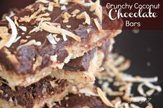 Table for Crunchy Coconut Chocolate Bars in pan with coconut & coconut flavor base. Then chocolate & condensed milk top with toasted coconut Coconut Chocolate, Melting Chocolate, Chocolate Bars, Chocolate Treats, Yummy Treats, Sweet Treats, Yummy Food, Dessert For Dinner, Dessert Bars