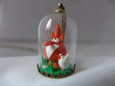 """Sautoir """"Le Renard et son amoureuse"""" pendentif cloche en verre avec chaine de 80 cm (chaque article est unique)"""