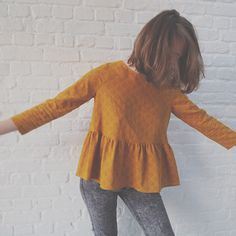 shirts to sew ~ shirts to sew . shirts to sew for women . shirts to sew easy . diy shirts no sew . sewing shirts for women . diy clothes no sewing shirts Diy Clothes No Sewing, Diy Clothes Tops, Sewing Shirts, Dress Sewing Patterns, Blouse Patterns, Blouse Designs, Look Fashion, Diy Fashion, Fashion Clothes