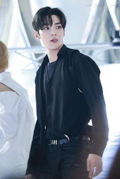 Korean Men, Korean Actors, K Pop, Pop Bands, Handsome Asian Men, Korea Boy, Kdrama Actors, Fnc Entertainment, Most Beautiful Man