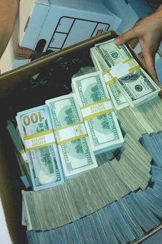 I am a powerful money magnet Mo Money, Earn Money, Lots Of Money, Make Money Online, How To Make Money, Quick Money, Money On My Mind, Money Stacks, Rich Life