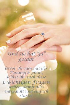 Die wichtigsten Fragen bevor es mit der Hochzeitsplanung los geht findet ihr auf unserem Blog #verlobung #hochzeitsplanung #heiraten Braut Make-up, Wedding Rings, Engagement Rings, Blog, Getting Married, Fairy Godmother, Wedding Pie Table, Rings For Engagement