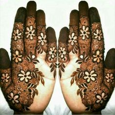Mehndi henna designs are always searchable by Pakistani women and girls. Women, girls and also kids apply henna on their hands, feet and also on neck to look more gorgeous and traditional. Latest Arabic Mehndi Designs, Indian Mehndi Designs, Mehndi Designs Book, Modern Mehndi Designs, Mehndi Designs For Girls, Wedding Mehndi Designs, Beautiful Henna Designs, Henna Tattoo Designs, Mehandi Designs