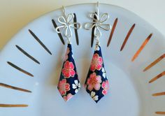 Paper earrings cone shape with red and pink by ThePaperFuschia