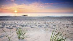 Hier kühlt nichts ab In Kühlungsborn zeigt sich die Ostsee von ihrer schönsten Seite. Endlose Sandstrände, die zu langen Spaziergängen einladen und der maritime Charme eines traditionsreichen Seebades Weekend Breaks, Summer Sun, Sunset, Nice, Beach, Water, Pictures, Outdoor, Inspiration